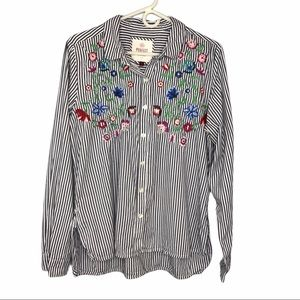 So Embroidered Perfect Shirt Sz L